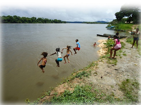 side_event_geneve_onu_tapajos_kids_jumping.jpg
