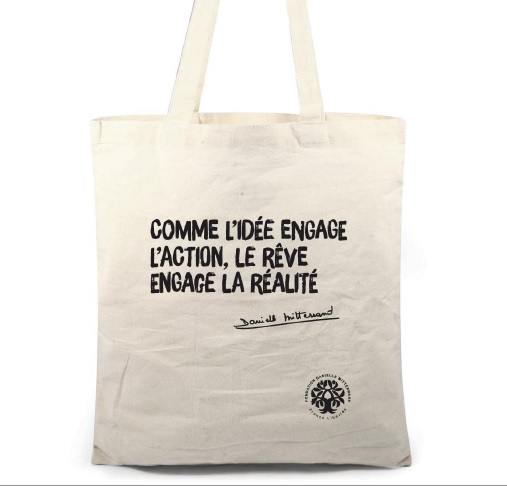 tote bag comme l 39 id e engage l 39 action france libert s fondation danielle mitterrand. Black Bedroom Furniture Sets. Home Design Ideas
